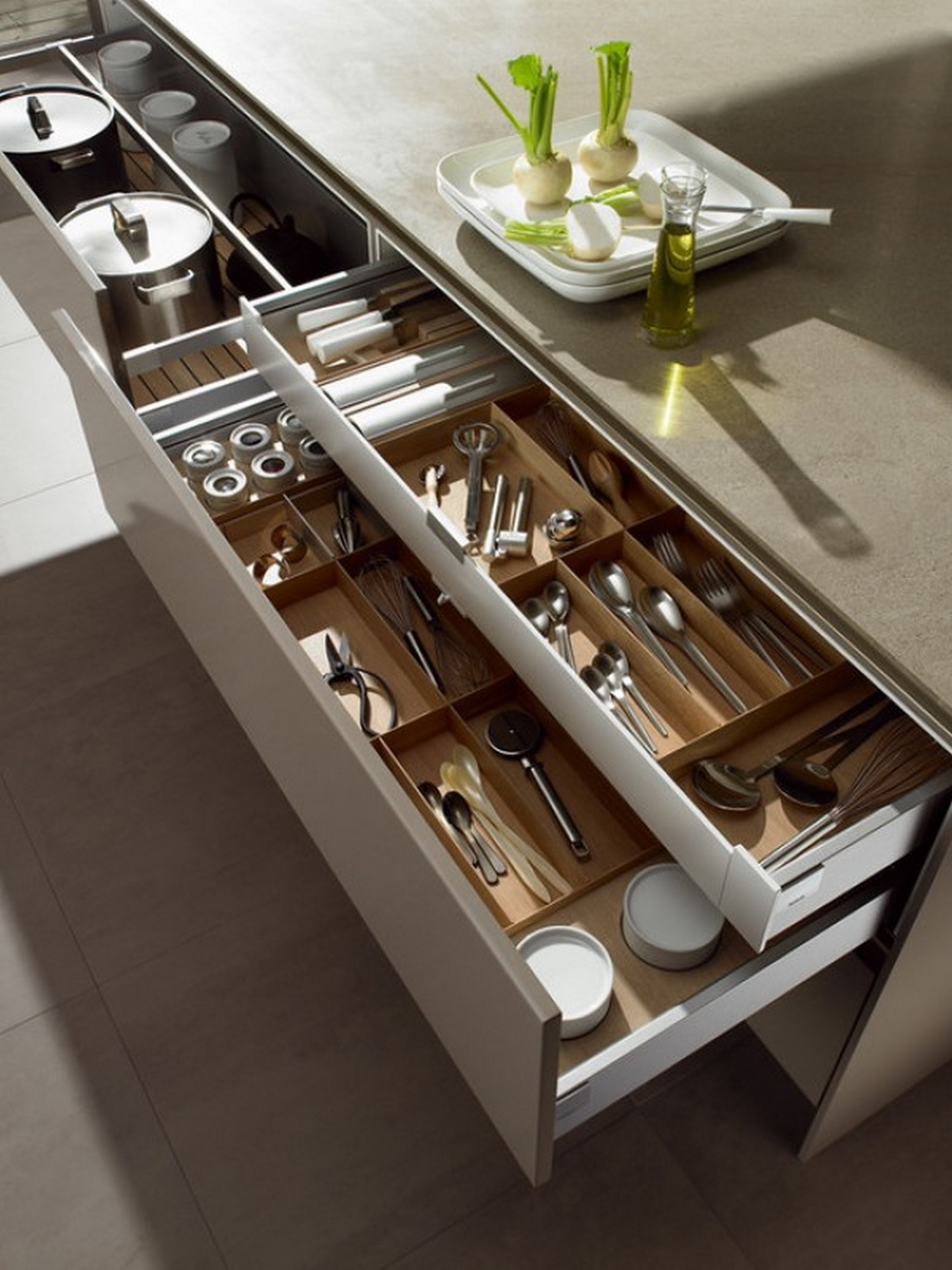Tips for perfectly organized kitchen drawers pulp design for Kitchen drawers and cupboards