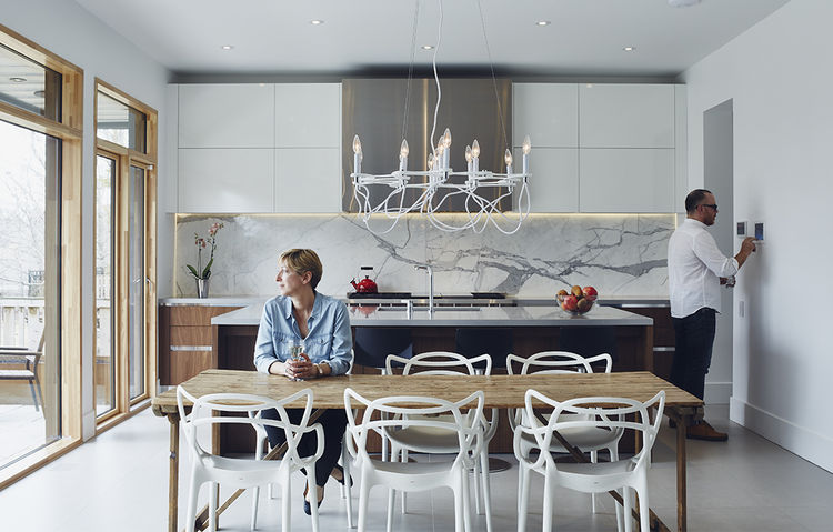 iron_giant-toronto-family-home-smart-tech-kitchen-control4-automation-marble-backsplash-ciot-kantelber-co-wood-table-caesarstone-quartz-countertop-kartell-masters-chairs-eurofase-chandelier