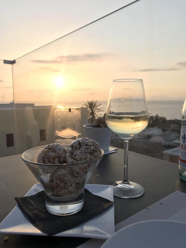 Santorini Travel Guide4
